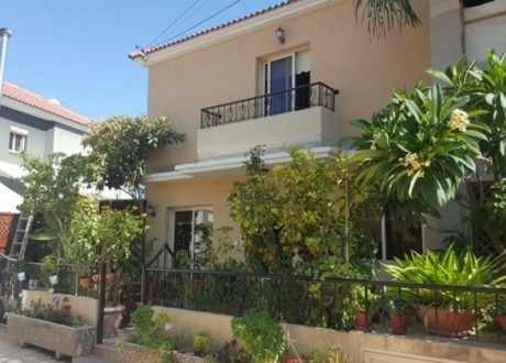 Detached House For Sale in Mesa Geitonia, Limassol - H-67171