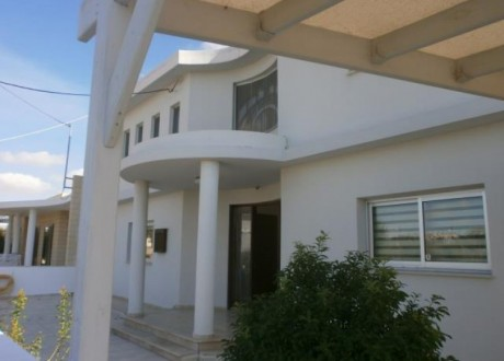 Detached House For Sale in Apostolos Loukas, Larnaca - H-67683