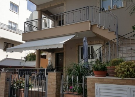 Detached House For Sale in Strovolos, Nicosia - H-80337
