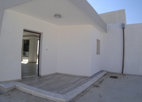 Bungalow For Sale in Mesa Chorio, Paphos - H-100307
