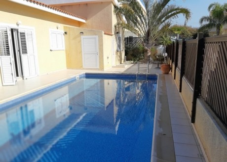 Detached House For Sale in Peyia, Paphos - H-102926