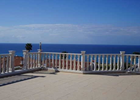 Bungalow For Sale in Pissouri, Limassol - H-103478