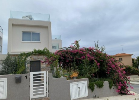 Detached House For Sale in Agios Tychon, Limassol - H-103311