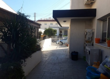 Building For Sale in Mesa Geitonia, Limassol - B-108393
