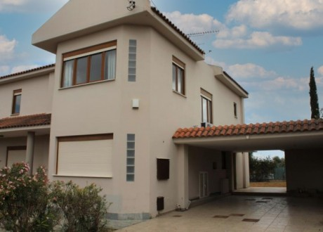 Detached House For Sale in Latsia, Nicosia - H-110536